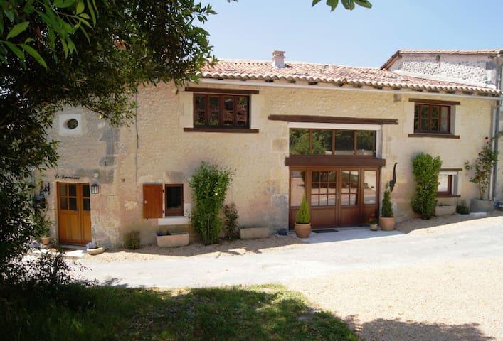 La Dependance - Bouteilles St Sebastien - Villa