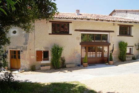 La Dependance - Bouteilles St Sebastien - 別墅