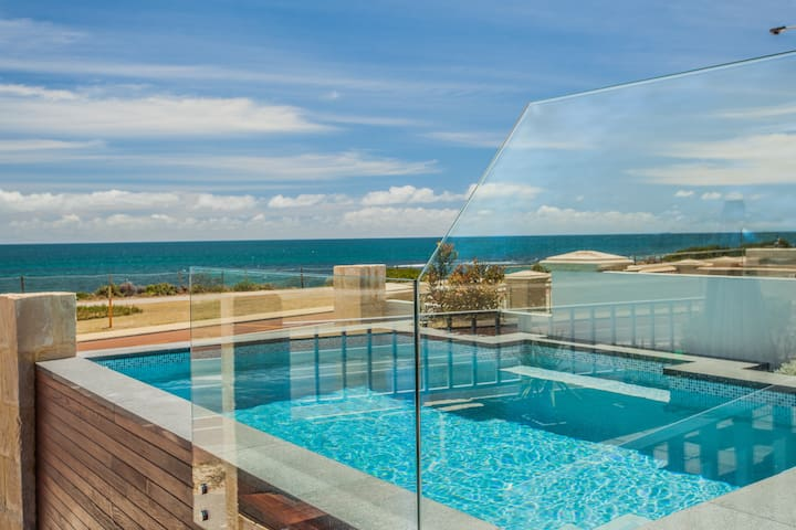 Cottesloe Beach House I DIRECT BEACH FRONT