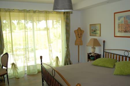 Chambre indépendante tt confort avec piscine à 29* - Esparsac - House