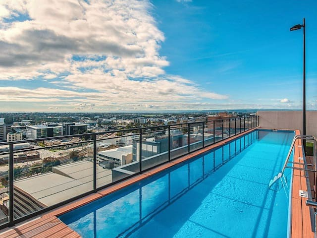 Luxury modern apartment in CBD
