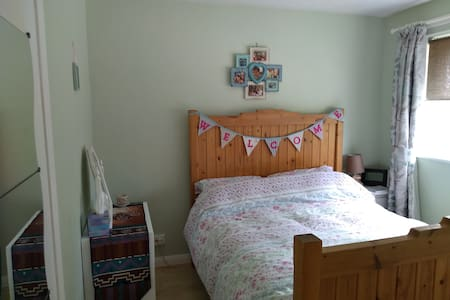 Lovely double bedroom in centre of Shepton Mallet