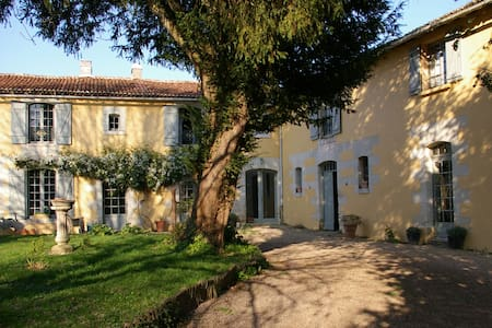 Relax in peacefull lovely location. - Monts-sur-Guesnes - Bed & Breakfast