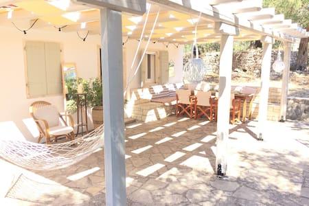 Ancestral Paxos Cottage - Huis
