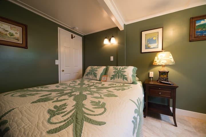 Wailuku Guesthouse Hibiscus Room