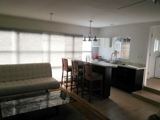 Studio w/ Kitchen-Parking Included - Pasadena - Haus