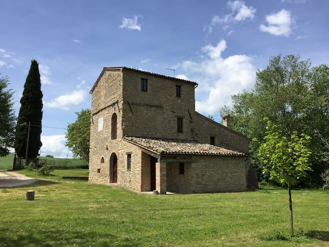 Casa Torre - Apt Leccino - Treia