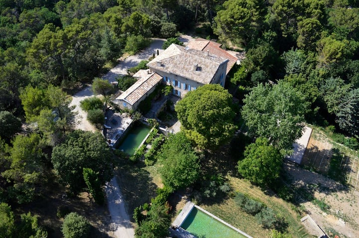 "Provencal country-house ""La Calade"""