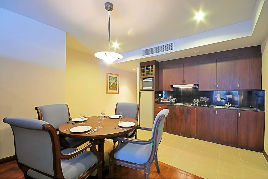 Deluxe Suite Dining