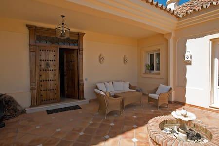 Villa with  private rooms to rent - La Quinta