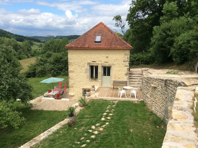 Cottage for 4 in Flavigny quiet, garden and views - Flavigny-sur-Ozerain - Huis