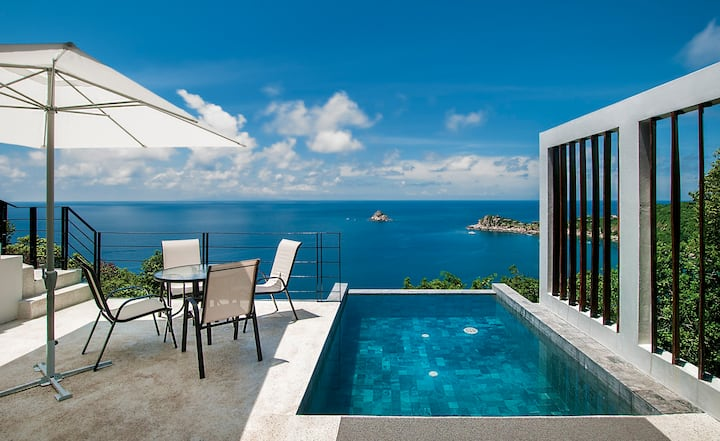 Villa swimming pool ocean view