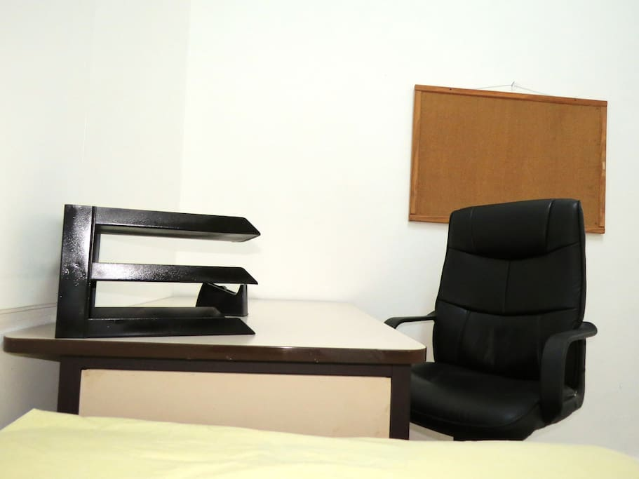 Mesa y Silla de estudio.