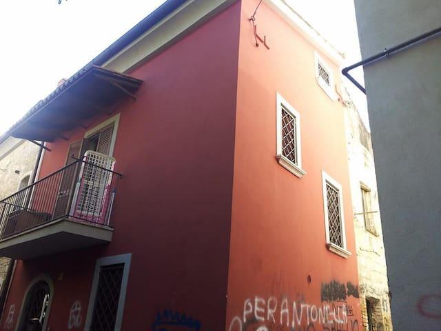 """Indipendente Centro Storico """"Maya"""" - Benevento - House"""