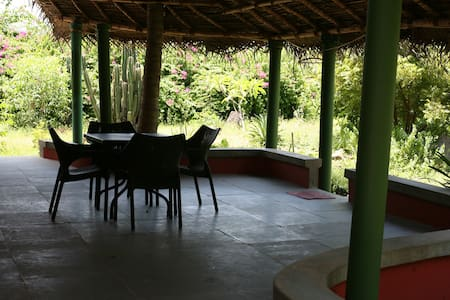 AC Cottage for 5 Guests@Tanto's - Pillaichavady - Szoba reggelivel