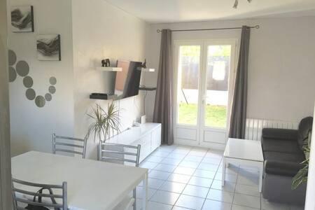 Petite maison avec jardin - Pont-Saint-Martin - Huis
