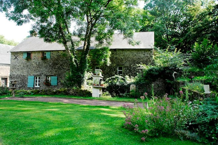 Converted French watermill - Saint-Vigor-des-Mézerets - Bed & Breakfast