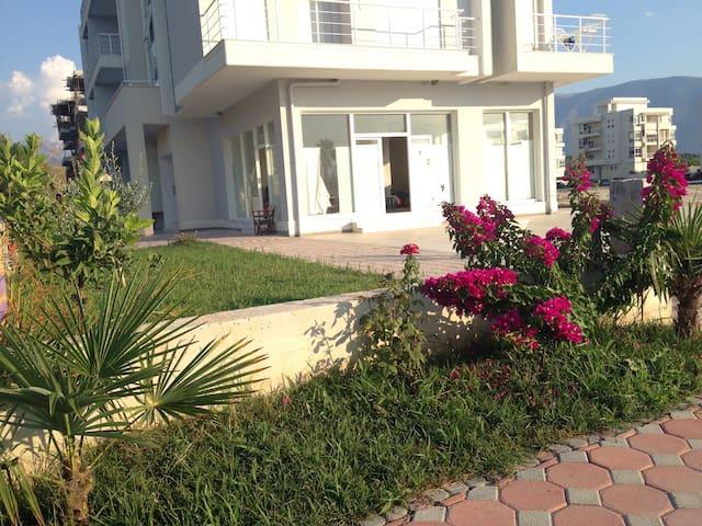 Stupendo  Apartamento fronte mare - Radhimë - Lägenhet