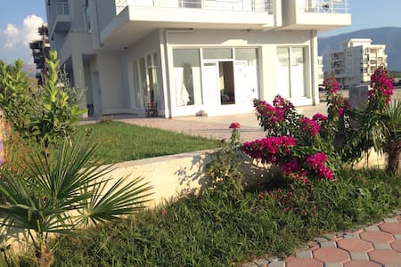 Stupendo  Apartamento fronte mare - Radhimë - Huoneisto