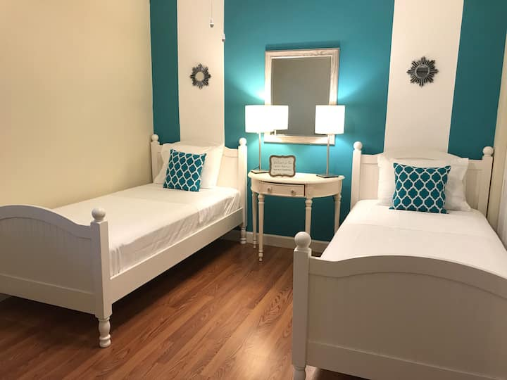 Cozy room NOVA / NSU Airport / Sawgrass Mall