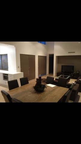 Double room in modern house - Madeley - Haus