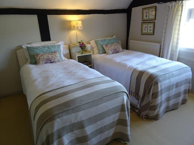 Farmhouse B&B - Stretton Grandison - Bed & Breakfast
