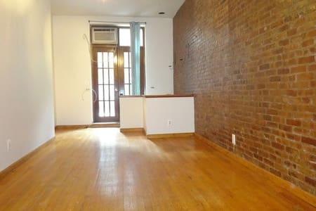 Spacious Manhattan studio w patio!