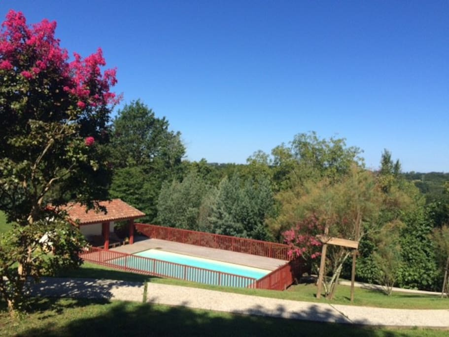 vue sur la piscine depuis ITSASOA