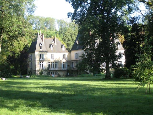 Baudin—romantic château in the Jura - Toulouse-le-Château - Rumah