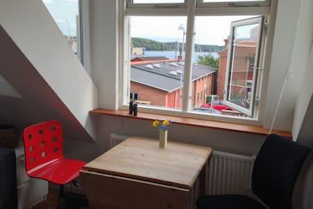 Lille værelse med stor havudsigt. - Svendborg