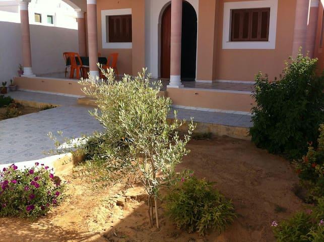 Villa möbliert 500m zu Meer - Zarzis - Huis