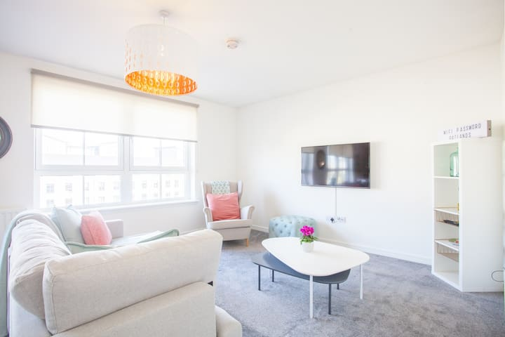 Beautifully furnished Southside new-build Flat