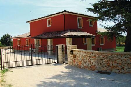 7 Bedrooms Home in Klarici - Klarici