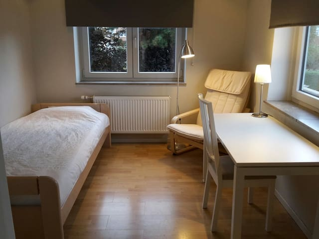 Easy going & comfortable room - Brussel - House