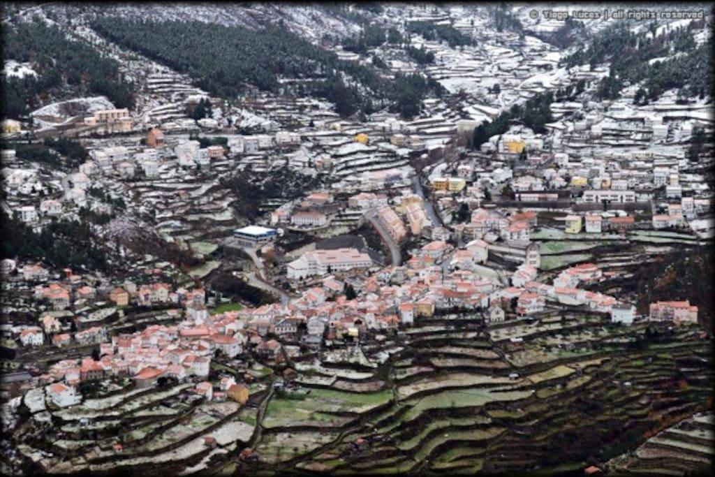 Vista da vila com neve
