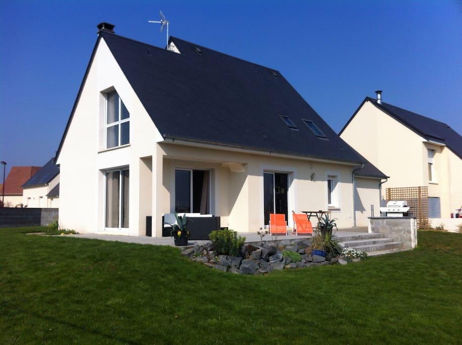 Chambre dans maison contemporaine maisons louer for Maison moderne normandie