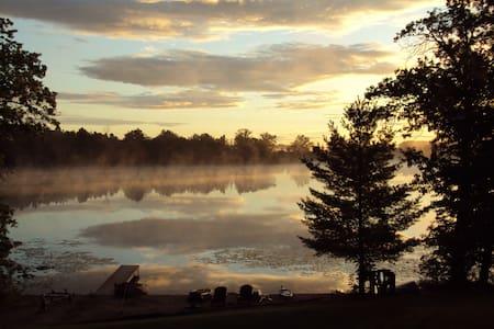 Southwest MI lakehouse 90 min Chgo 6 private acres - Buchanan