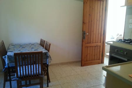 Beatiful 2 bedrooms near Jerusalem - Mevaseret Zion - 一軒家