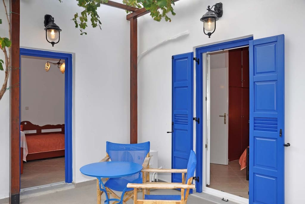 veranda (1 main entrance&1 window/door)