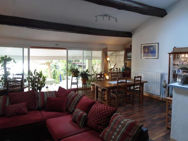 Chambre d'hôtes dans village calme - Boujan-sur-Libron - Bed & Breakfast