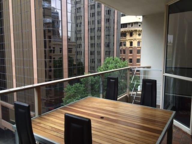 Two Bedroom Apt with balcony CBD* - Sydney - Leilighet