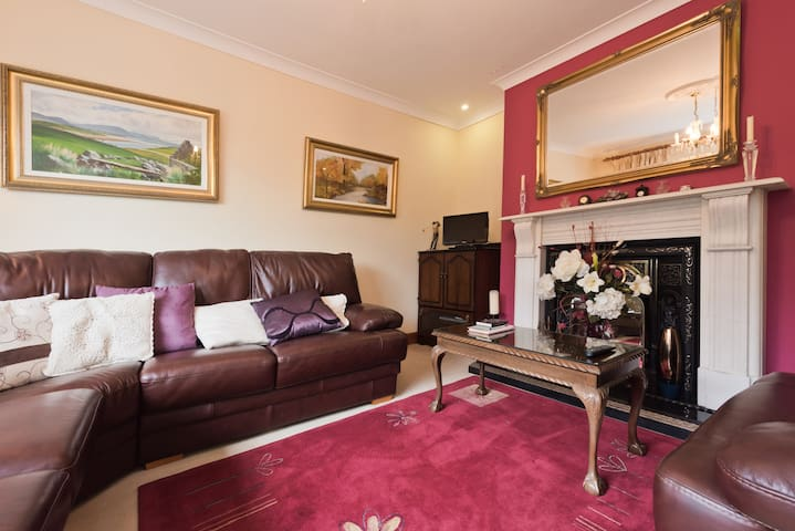 A B&B in comfortable family room - Carlanstown - Bed & Breakfast