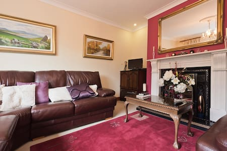 A B&B in comfortable family room - Carlanstown