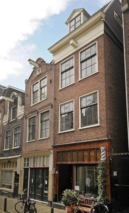 Authentic entire Amsterdam-style house