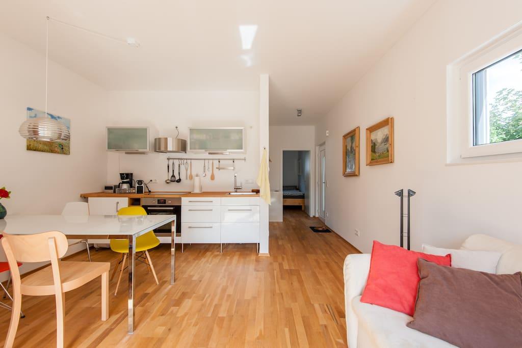 ruhiges 2 zimmer apartment m nchen apartments zur miete. Black Bedroom Furniture Sets. Home Design Ideas