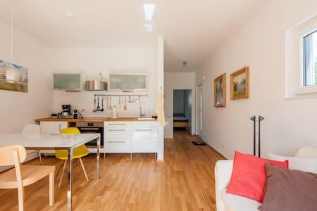 Ruhiges 2-Zimmer Apartment, München - München