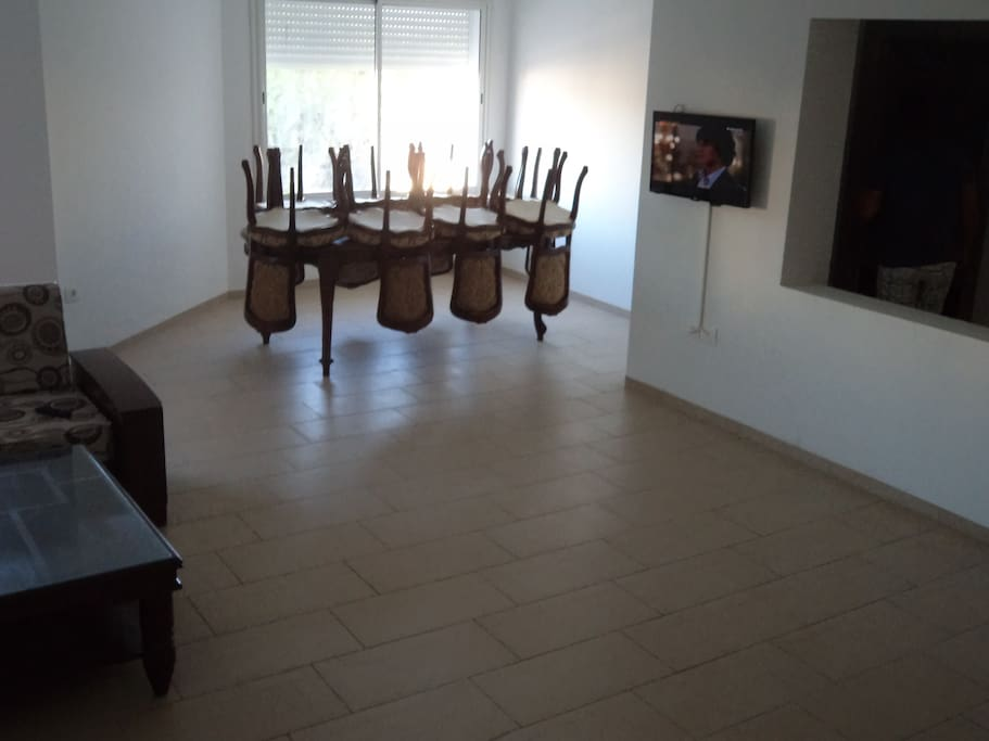 Appartement luxueux pr s de la mer apartments for rent for Salle a manger kelibia