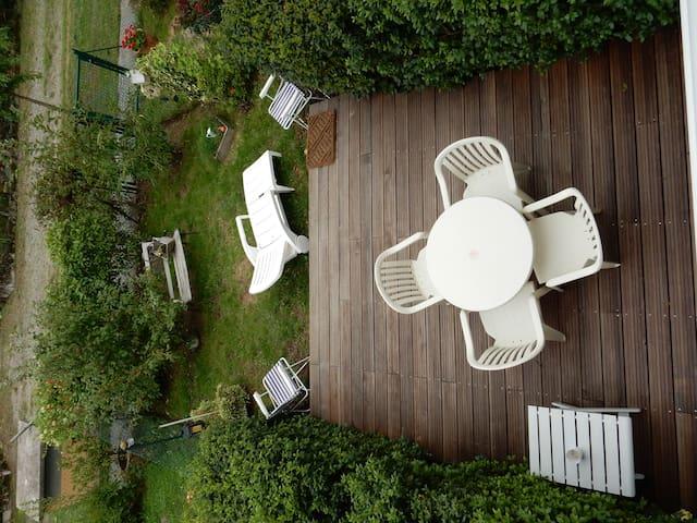 appart. calme, terrasse jardinet - Couzeix - 아파트