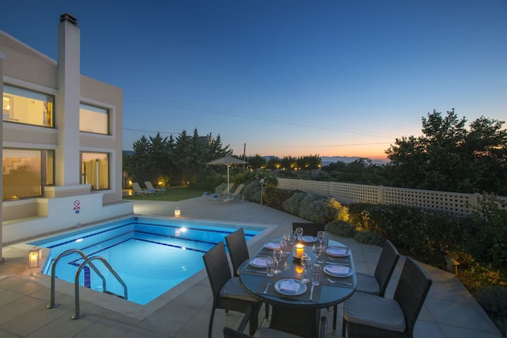 Private Pool Villa,18km to Rethymno. 5km to beach