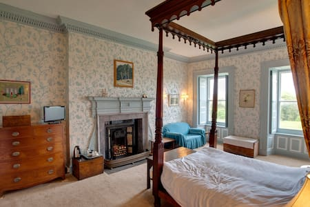 The Four Poster Room at Kelly House - Kelly